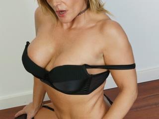 porno online con SaraMilf